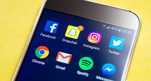 Et blogindlæg kan handle om, hvordan unge mennesker iscenesætter sig selv på de sociale medier.